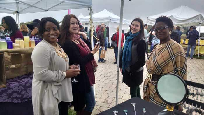 happy-shoppers-at-bethel-woods-wine-festival