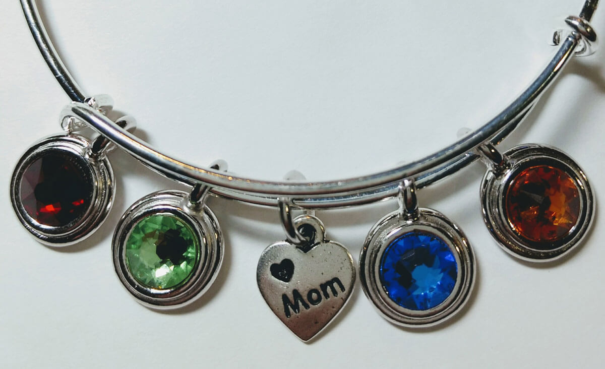 https://lorirae.com/wp-content/uploads/2017/01/Br-exp-5-charm-hrt-mom-birthstones-detail.jpg