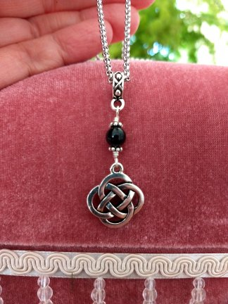 Celtic pretzel knot with onyx accent