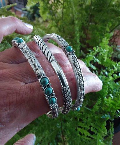 Stretchy bangle bracelets